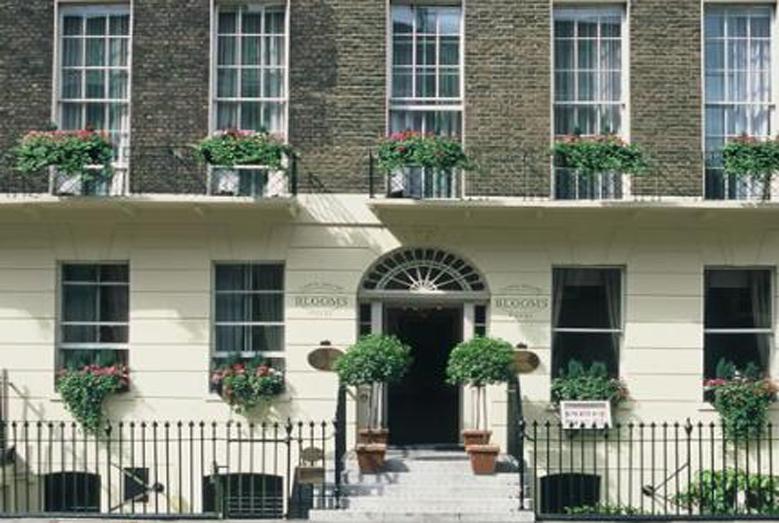 Hotel Greindž Blums se nalazi u neposrednoj blizini koledža Sent Džajls i nadomak svih znamenitosti Londona