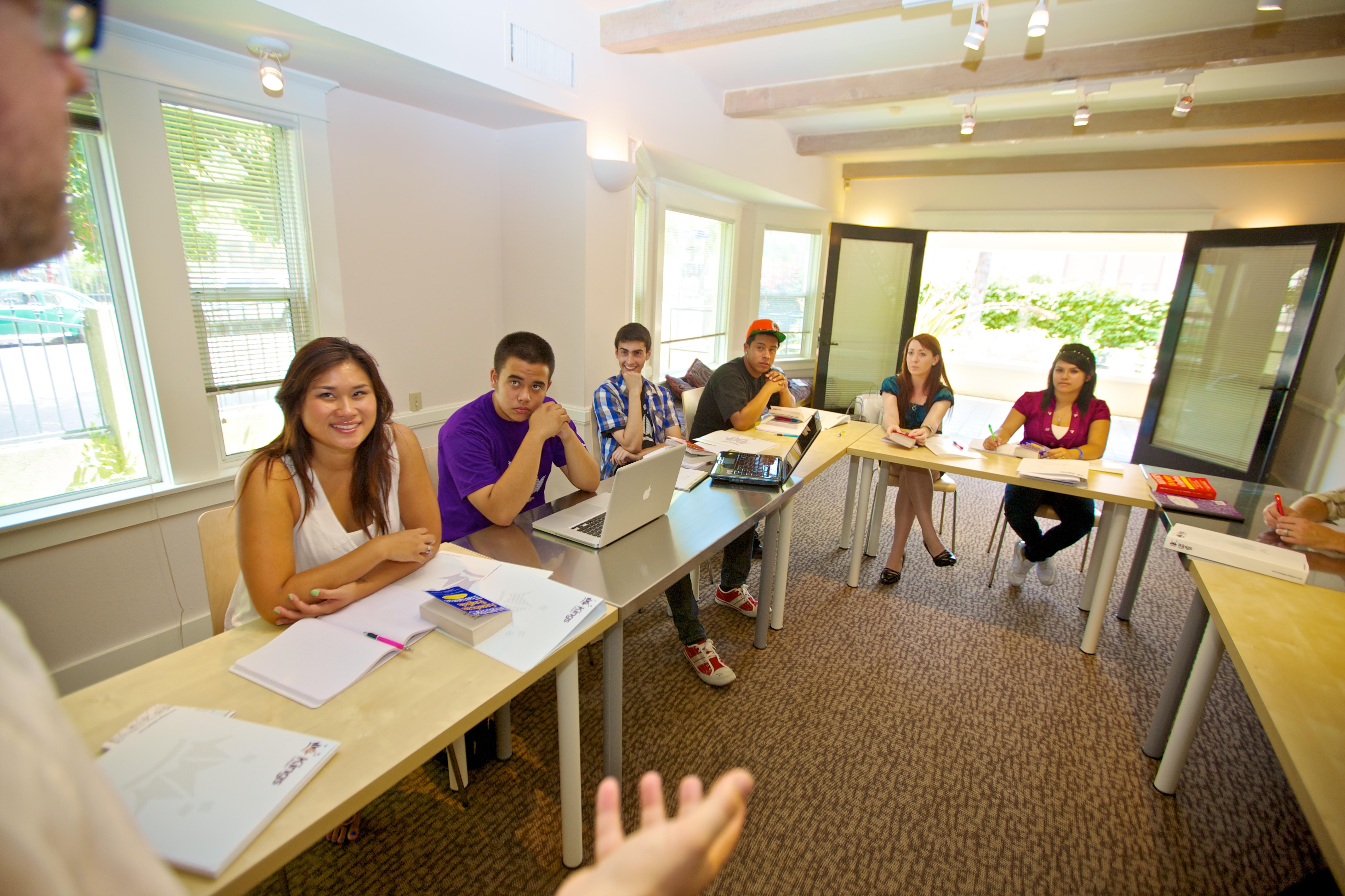 U Kings koledžu nastavni metod je komunikativan
