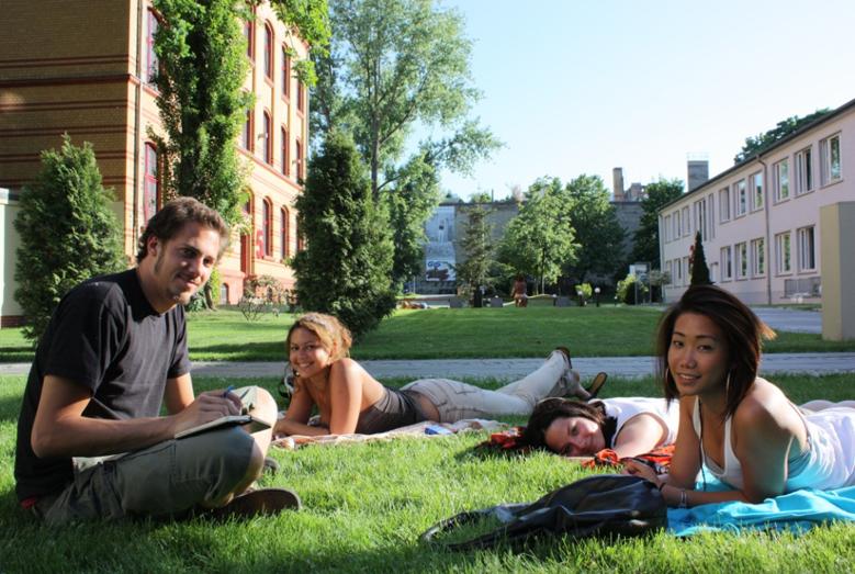 Predah između časova na kampusu škole GLS u Berlinu