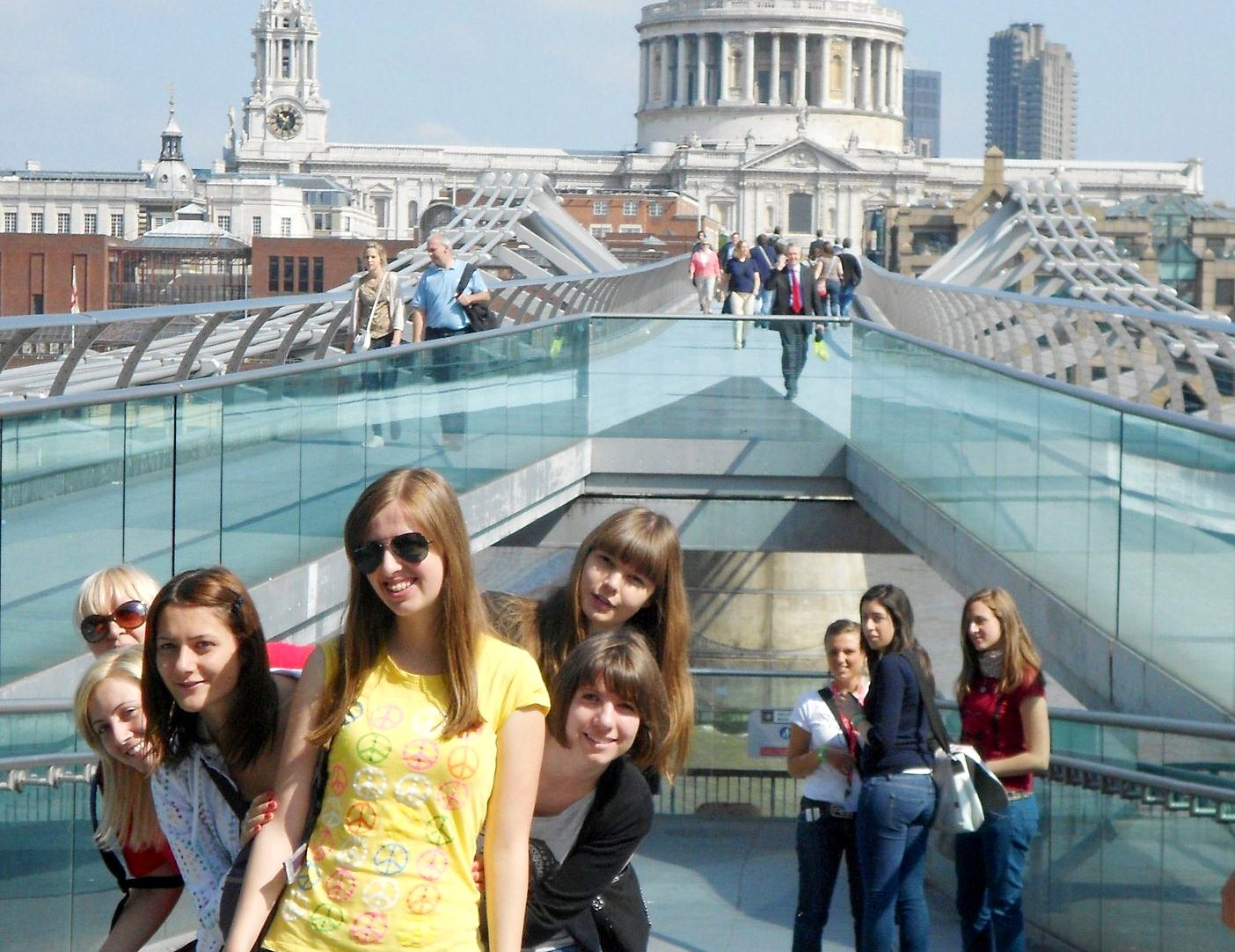 Verbalisti na Milenijumskom mostu u Londonu