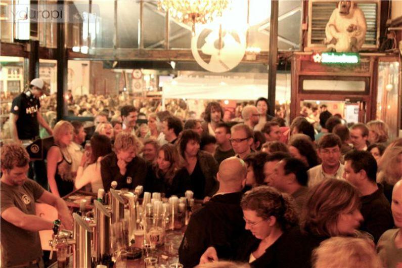 De Witte Aap (Beli majmun) u Roterdamu noću
