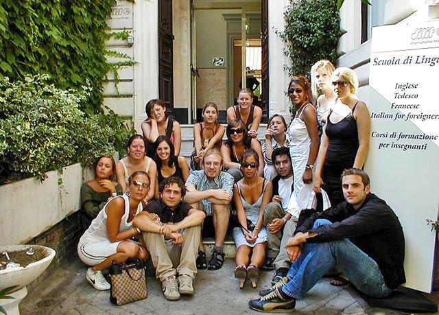 Verbalisti ispred škole Dilit u Rimu