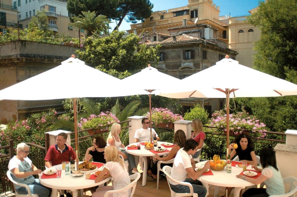 Na terasi skole Dilit u Rimu