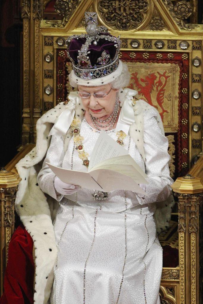 Kraljica Elizabeta II na prestolu