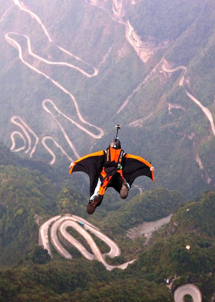 Wingsuit flying - letenje uz pomoc odela s krilima
