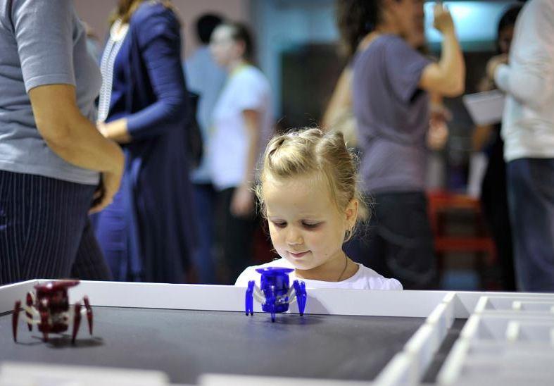Deca i roboti