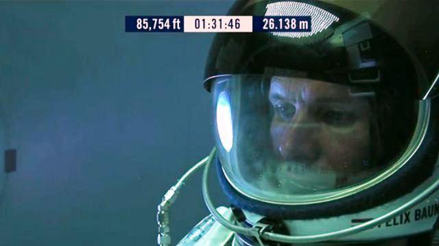 Feliks Baumgartner neposredno pre skoka