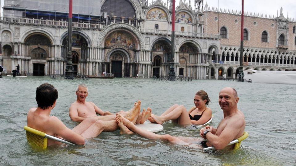 Turisti u poplavi u Veneciji