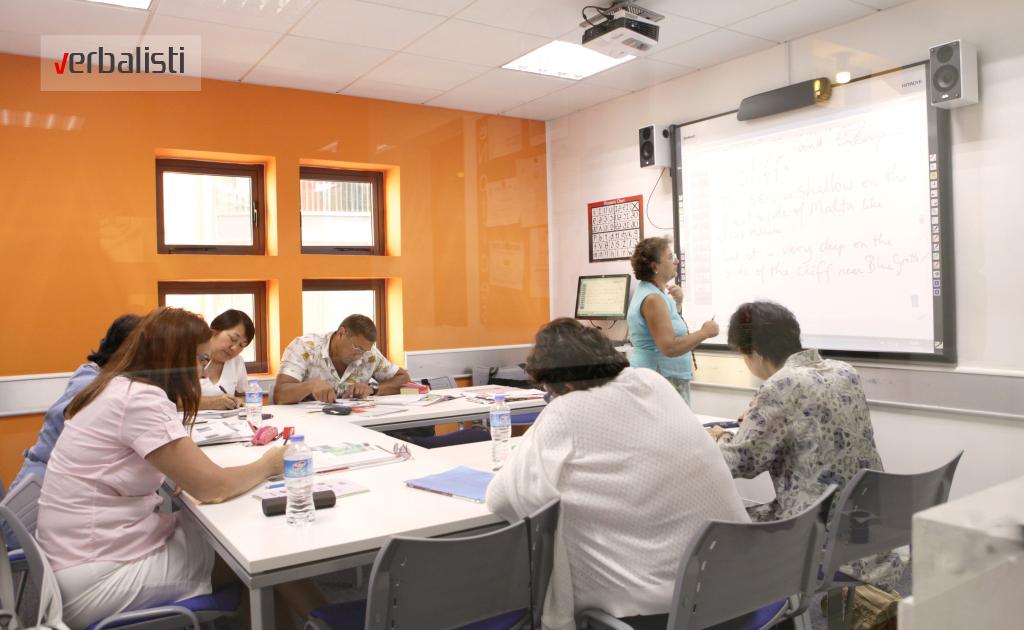 Nastava engleskog se odvija u malim grupama, program Club 50+, Verbalisti