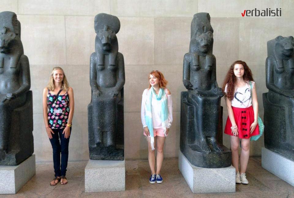 Ekskurzija i polaznice u njujorskom muzeju