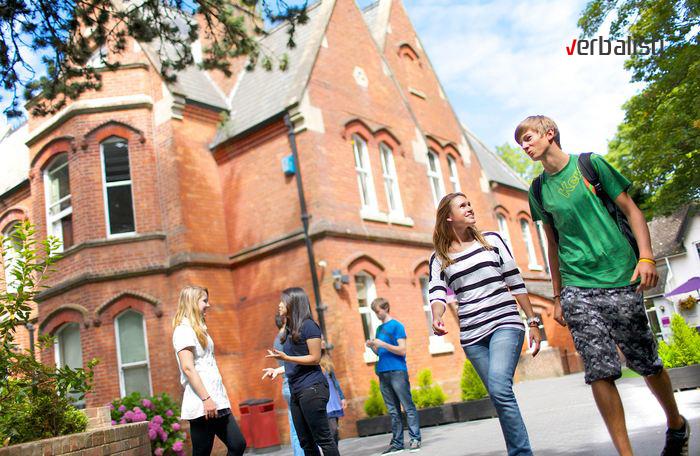 Kings poseduje dve skolske zgrade u predivnom sumovitom delu Bornmuta