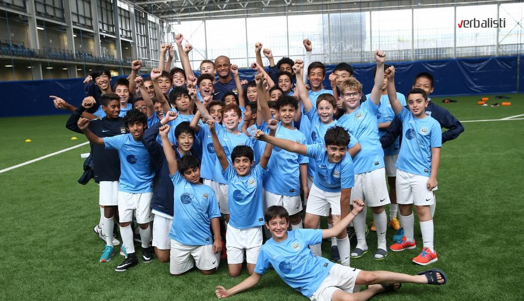 Skola fudbala i engleskog jezika Manchester City namenjena uzrastu 9 do 17 godina, Verbalisti