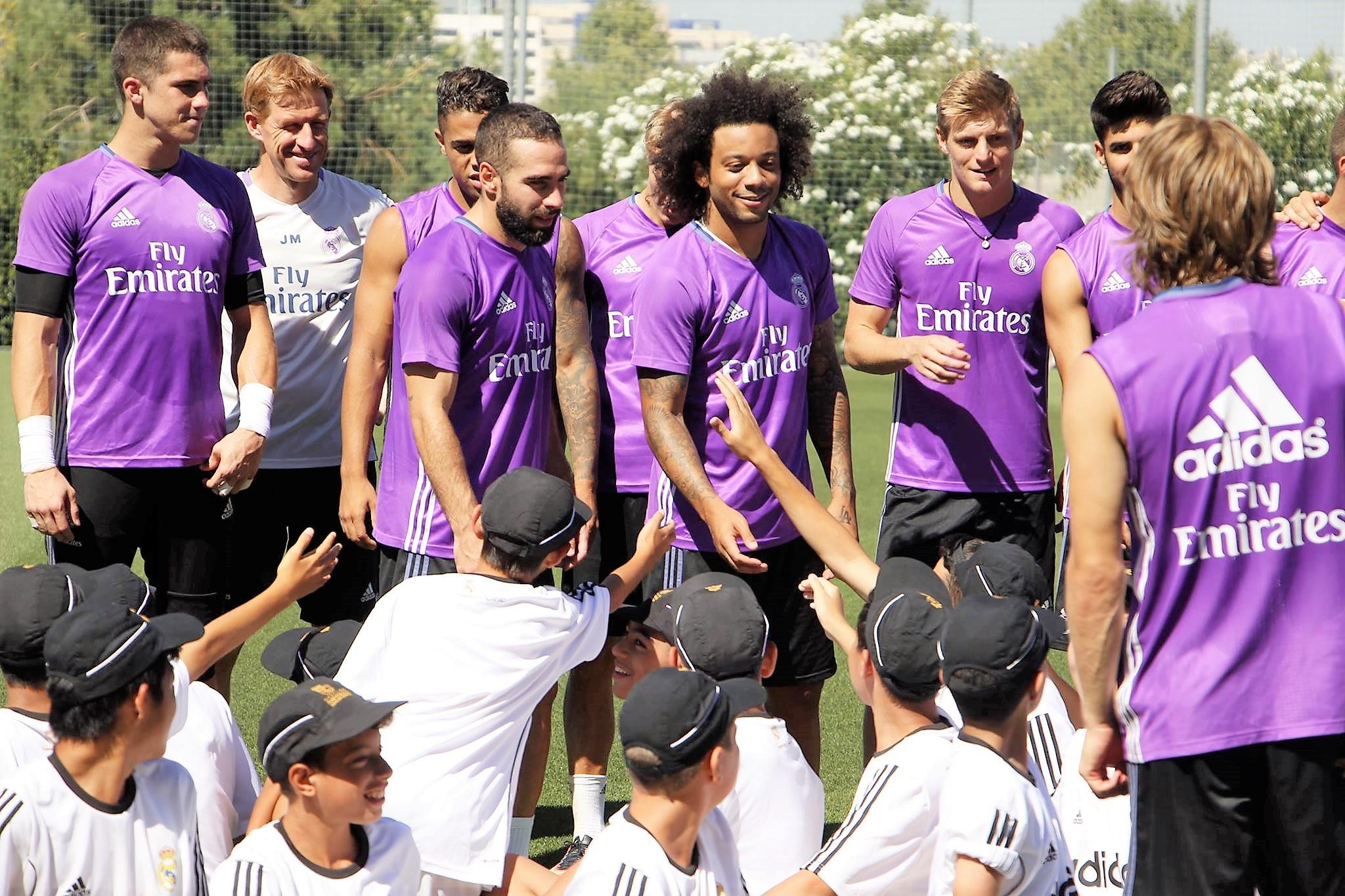Prvotimci Real Madrida u poseti fudbalskom kampu